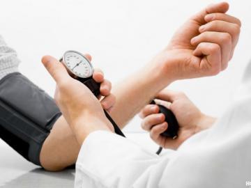 Как снизить артериальное давление домашними средствами?