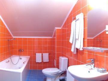 Обустройство скрытых труб в ванне