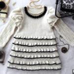 Вязаное платье для девочки на французский манер