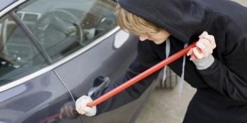 Вскрытие автомобильных замков без ключа