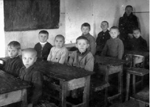 Чему учили в школах на оккупированных немцами территориях СССР