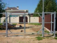 Строительство забора в спб: бетон или профлист?