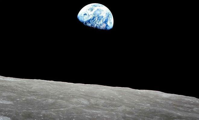 Ученые увидели на Луне странную расширяющуюся трещину