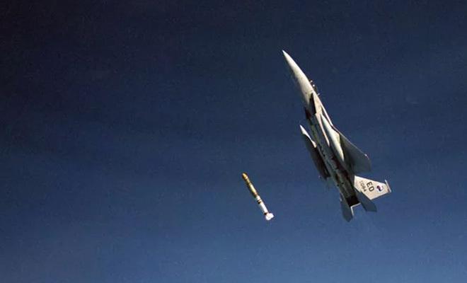 Ракетой по спутнику в космосе: история реального летчика