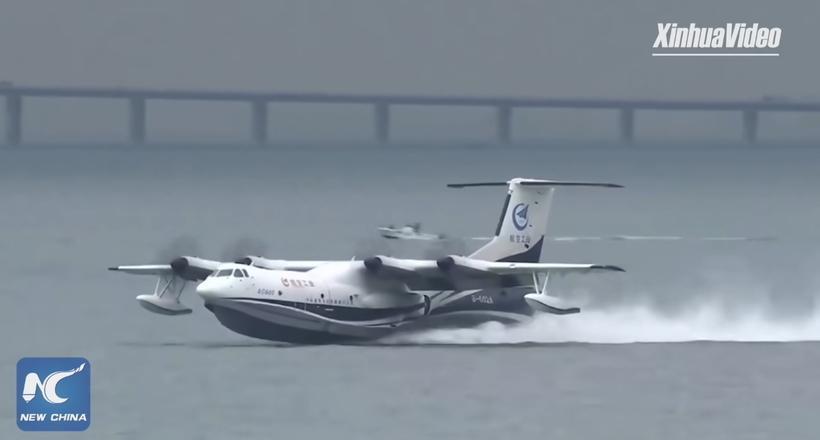 Видео: Крупнейший в мире гидросамолет впервые взлетел с поверхности моря