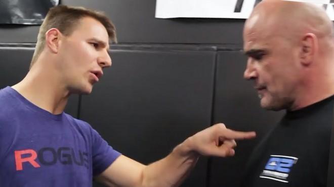Чемпион UFC показал лучший удар для самообороны. По его словам, освоить может любой